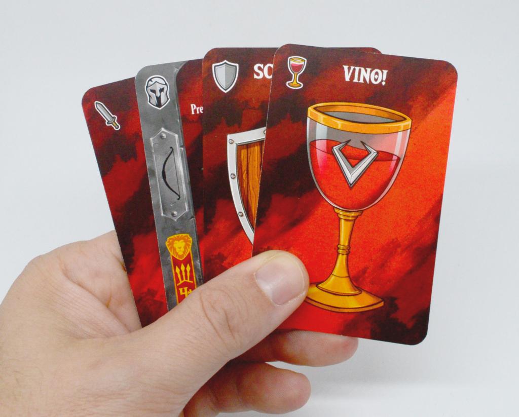 Impatto visivo delle carte di Throne nella mano di un giocatore.
